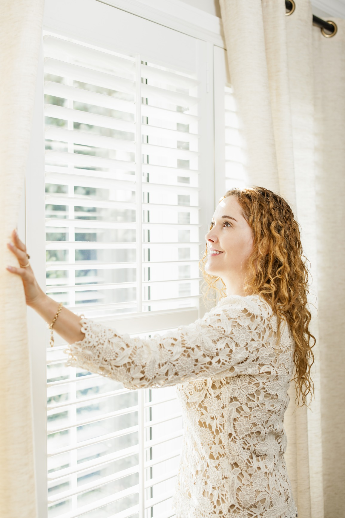 photodune-4259456-smiling-woman-looking-out-window-m