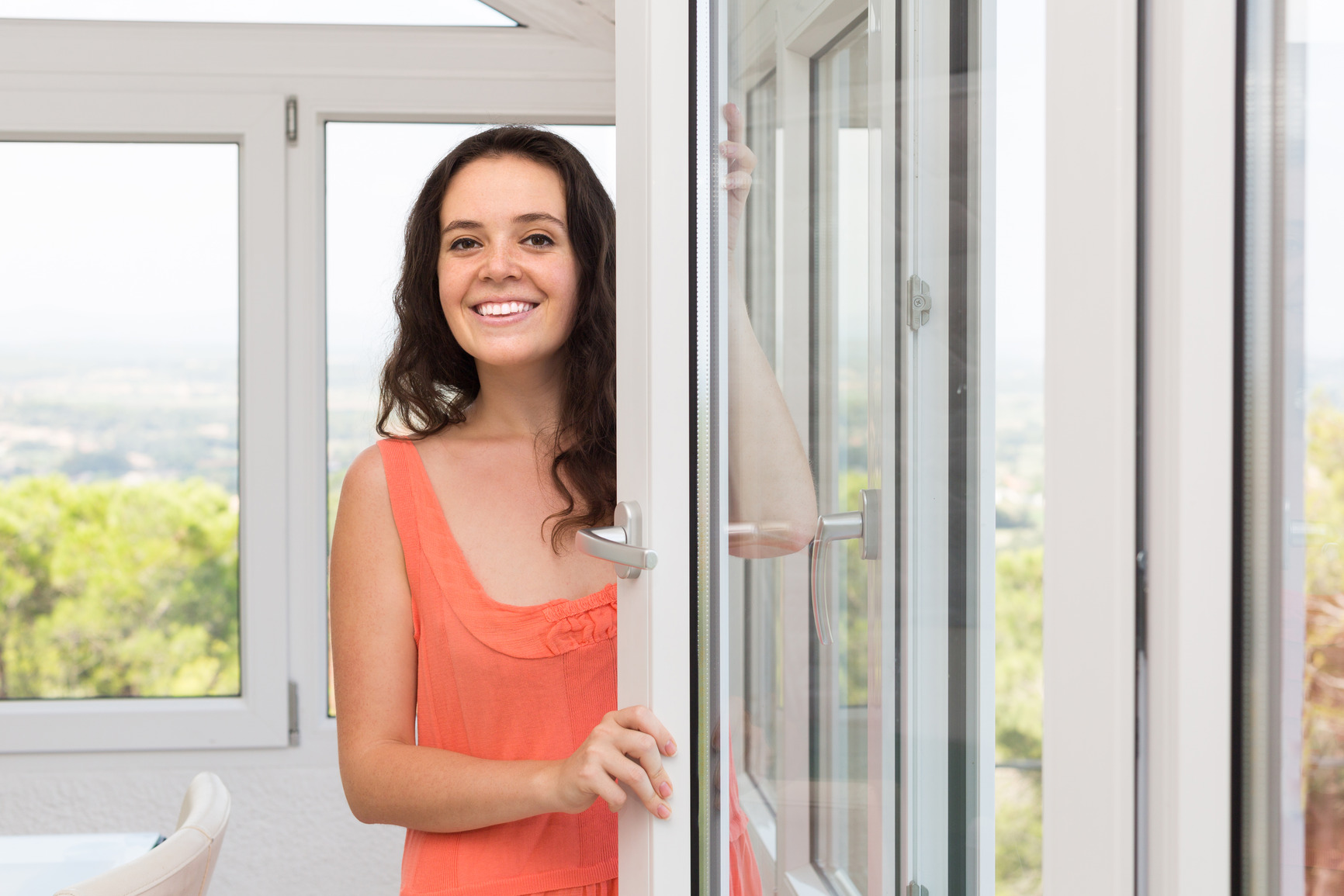 photodune-9979650-housewife-near-window-m